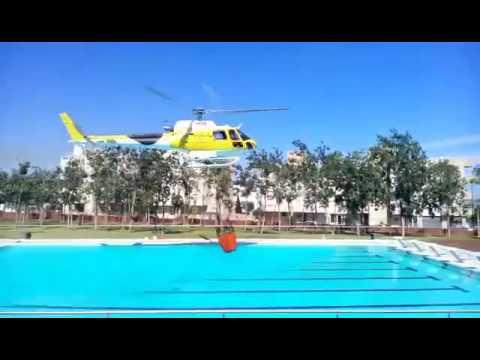 Helic ptero coge agua de la piscina de es raspallar youtube for Agua de la piscina turbia