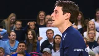 Лучший в мире игрок в волейбол  Прикол!Как нужно отбивать в волейболе(Легендарный спортсмен, который отбивает мячи лицом. Красавчик!, 2016-03-30T06:57:21.000Z)