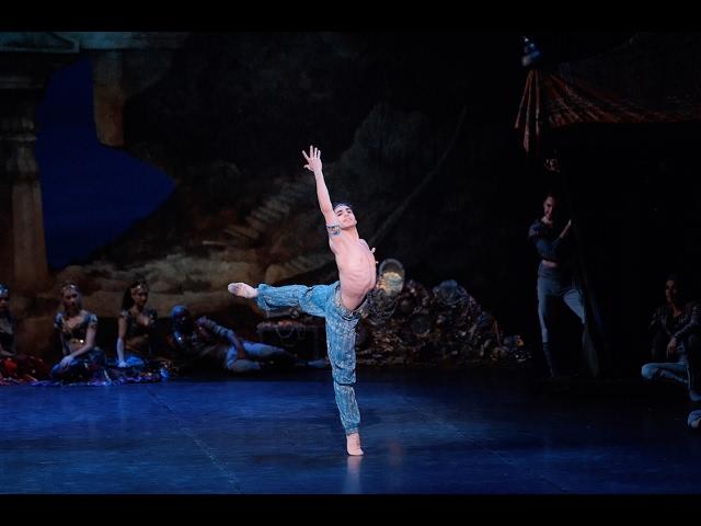 Cesar Corrales as Ali in Le Corsaire   English National Ballet