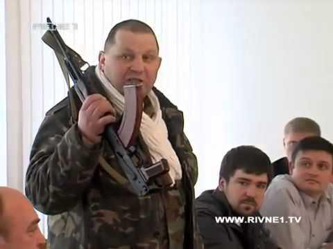 Сашко Билый пришёл с автоматом в Ровенскую раду