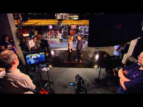 Behind The Scenes of Kristen Wiig's SNL Hosting Promo