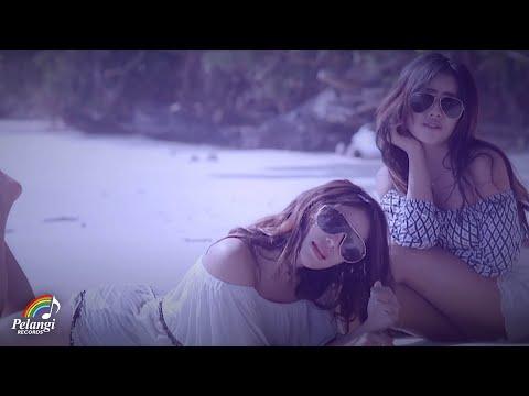 Download lagu terbaru Dangdut - Duo Biduan - Telolet (Official Music Video) Soundtrack Orang Orang Kampung Duku Mp3 gratis
