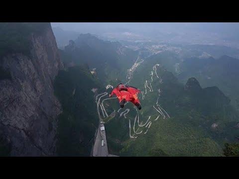 شاهد: طيارون بثياب مجنحة يخوضون منافسة عالمية من أعالي جبال شاهقة في الصين…  - 07:53-2019 / 9 / 8