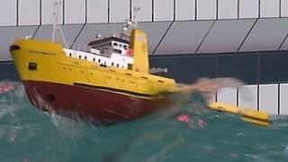 RC Offshore Tug in BIG WAVES - HAPPY HUNTER - Piratenmeer Büsum