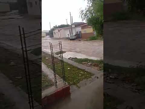 (VÍDEO) Temporal alaga ruas em Jardim de Piranhas