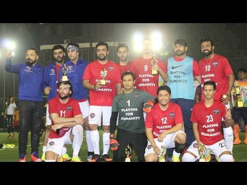 एक साथ फुटबॉल खेलते नजर आयें  Leander Paes, Ranbir Kapoor, Abhishek Bachchan