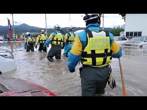 شاهد: محاولات إنقاذ مستمرة في اليابان بعد مرور إعصار هاغيبيس…  - نشر قبل 2 ساعة