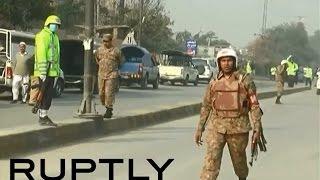 Боевики захватили 500 заложников в школе в Пакистане, более ста человек убиты