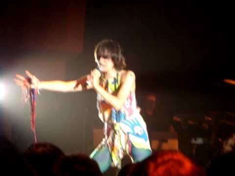 Gold Lion - Yeah Yeah Yeahs ( Live In Singapore )
