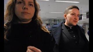 В аэропорту Борисполь Надежду Савченко встретила ее сестра Вера | Страна.ua