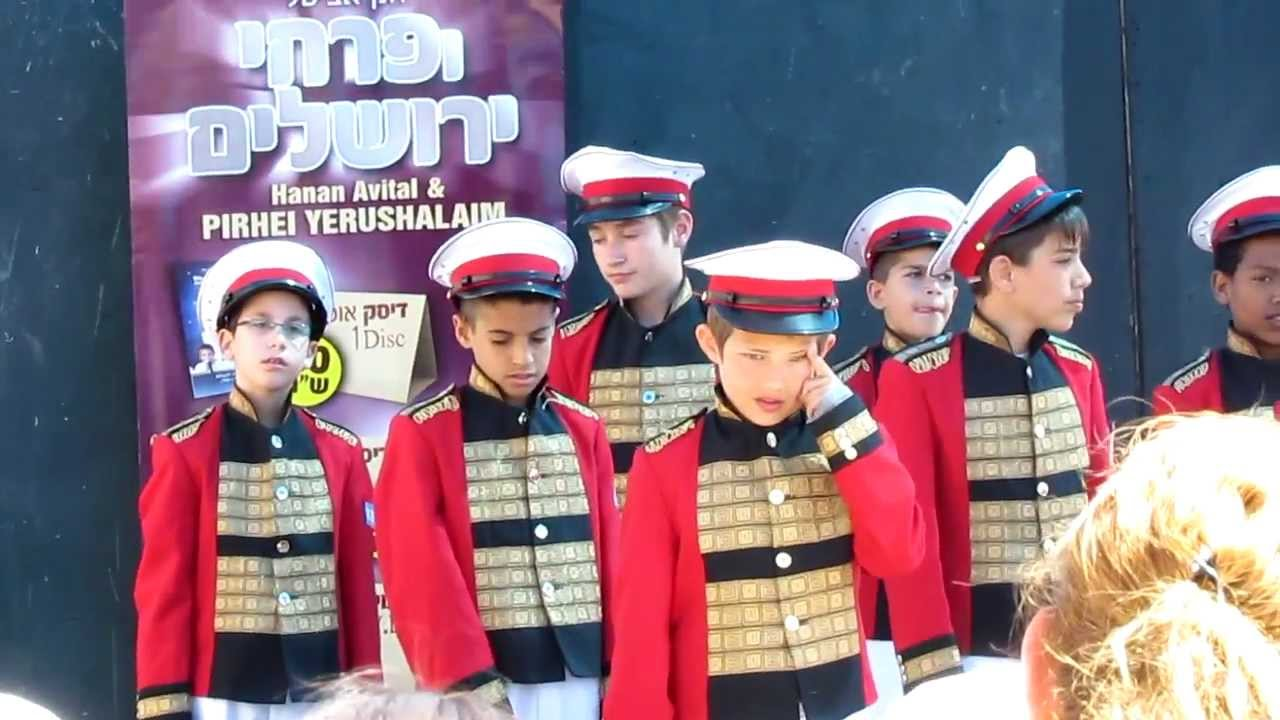 These are young Israeli boys singing for the Independence ...
