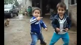 Все танцуют локтями