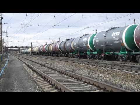 Смотреть ВЛ11.8-631 с приветливой локомотивной бригадой)