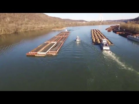 Ohio River Towboats (DJI Phantom 3 Drone)