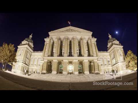 Time lapse of the Capitol building in Iowa at night in Des Moines.