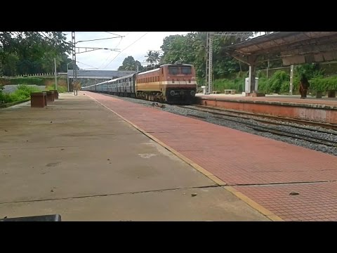 Kerala Express mass entry with announcement @ Tiruvalla