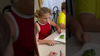 Шутишь над маминым весом - ешь брокколи