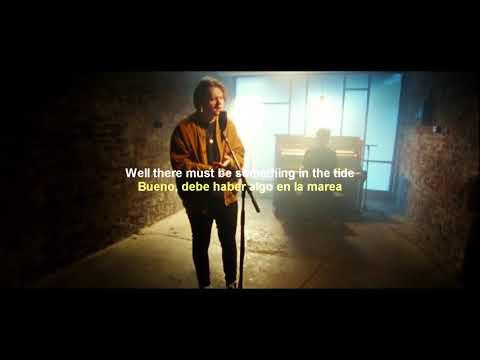 Lewis Capaldi  - Bruises (Live) + [Sub Español and English]