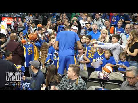 9b4e96fd5753 Kevin Durant signs Autographs for Warriors Fans in Dallas