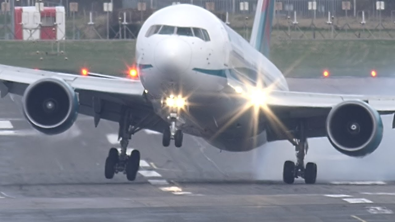 landing gear hammered in touchdown turbulence - YouTube