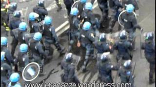 Video Roma 15 ottobre 2011 - Un'indignata in finestra download MP3, 3GP, MP4, WEBM, AVI, FLV November 2017