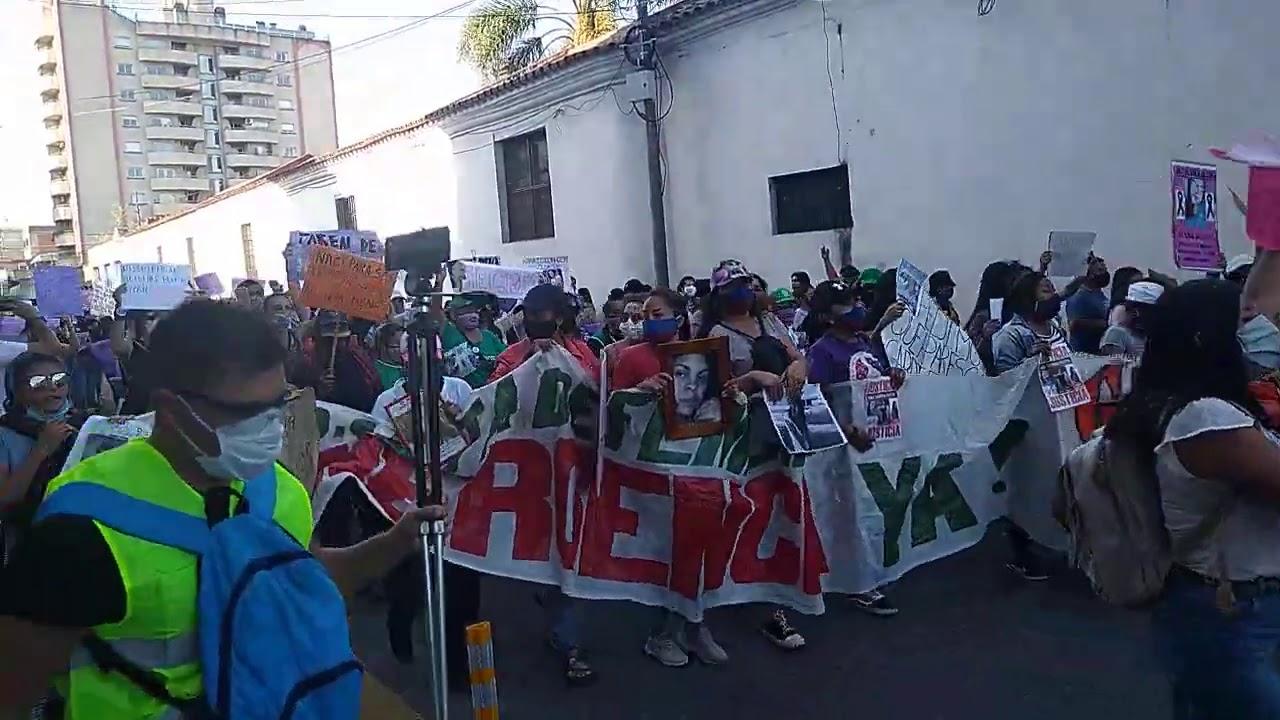 Miles de personas marcharon contra los femicidios y las desapariciones
