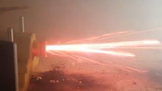 Je teste mon nouveau moteur fusée!