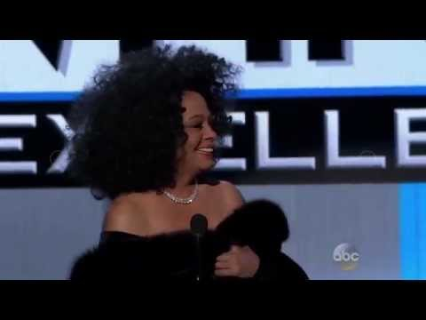 Diana Ross presents Taylor Swift The Dick Clarck Award for Excellence @ American Music Awards [HD]