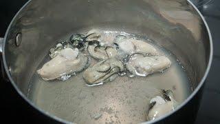 Décoquiller et pocher les huîtres