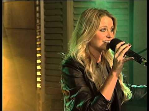Leah performs 'Met jou klere aan' LIVE!