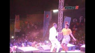 MBOSSO afanya unyama jukwaani/ Mrembo adata na tamu avamia show