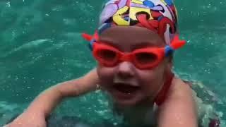 Лиза Галкина плавает под водой как рыба