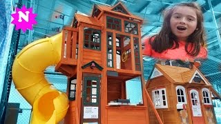 GIANT PLAYHOUSE with Slide Kids doing Shopping Bouncy Castle