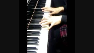 ウェディングムービーのBGM用に弾きました。 最近の若い子の歌は早口で...