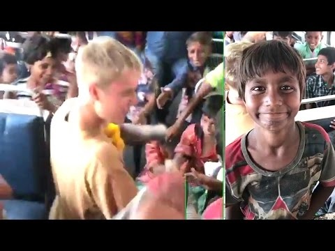 Justin Bieber Playing With Poor Indian Slum Children INSIDE Mumbai Bus LEAKED