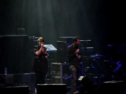 Abbie Gale featuring Vassilikos - Lovesong [Live @ Athens]