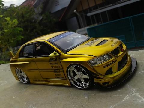 Unboxing Jada Toys Mitsubishi Lancer Evo VIII Gold Import Racer