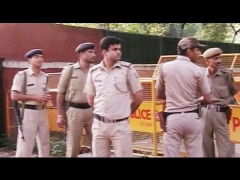 Major security breach at Home Minister Sushil Kumar Shinde's house