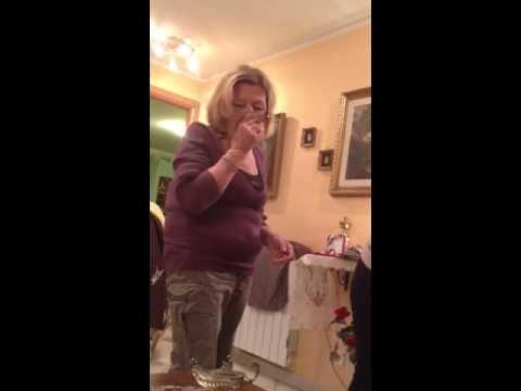 Nonna Titti fa la badante al nipote