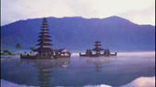 吹奏楽の音楽です バリ島らへんをイメージした曲だそうです.
