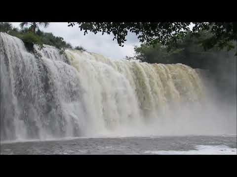Cachoeira Bom Jardim   Uberlândia MG - Raro de se ver tão cheia após as chuvas intensas.