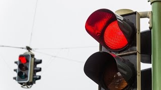 видео Проезд на красный свет: штраф в 2018 году за запрещающий сигнал светофора