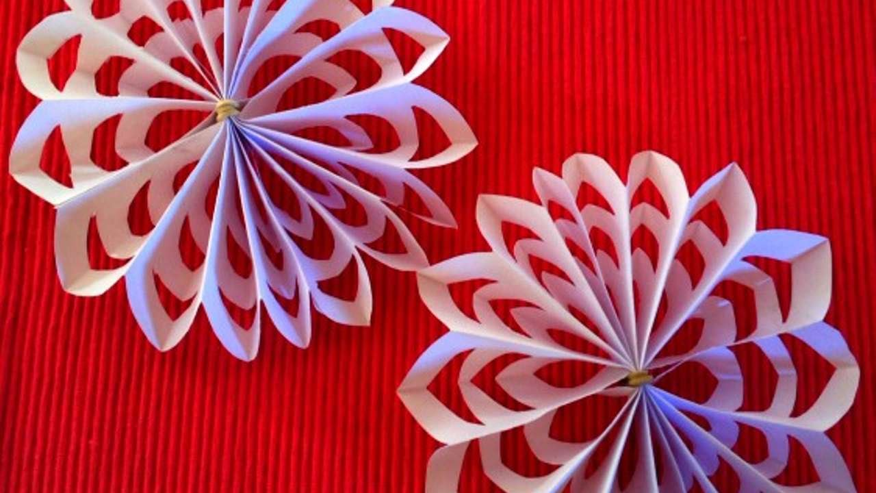 How To Diy A 3d Snowflake For Christmas Decoration Diy Crafts