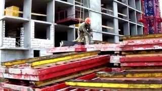 Как строится ДомНомерОдин. Работа башенного крана: взгляд вблизи.(, 2015-10-06T11:13:01.000Z)