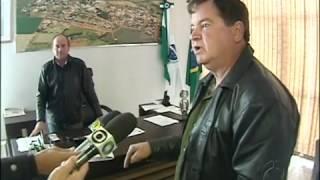 PREFEITO CASSADO EM RAMILÂNDIA SE TRANCA NO GABINETE PARA NÃO DEIXAR CARGO
