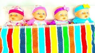 Мультики с куклами пупсиками  Играем с пупсами, кормим, одеваем, укладываем спать Дочки Матери