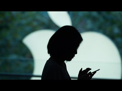 Apple in Talks to Develop Service For Person-to-Person Payments