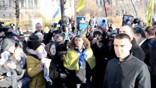 Люди в Киеве освистали Порошенко Предатель, Вор