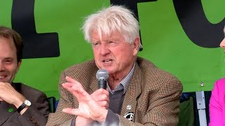 Extinction Rebellion: Boris Johnson's father tells crowd he is proud to be a 'uncooperative crusty'