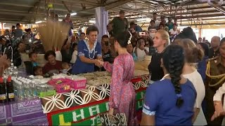 شاهد: ميغان ماركل تزور سوقا شعبية في فيجي